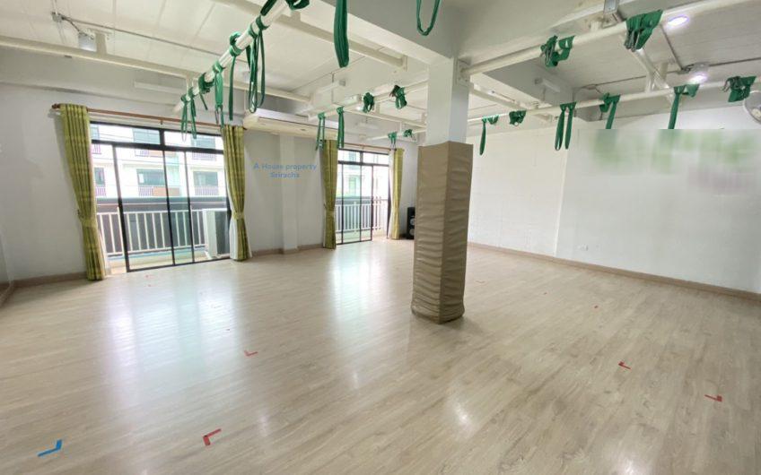 ขายถูกอาคารพาณิชย์2คูหาโครงการโกลเด้นซิตี้ศรีราชาหลังโรงเรียนอัสสัมชัญ